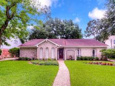 5935 Foresthaven Dr, Houston, TX 77066