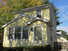 105 Lehigh St, Williston Park, NY 11596