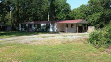 61 East St, Hawkinsville, GA 31036