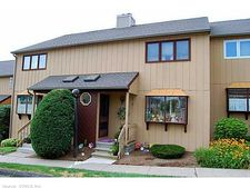 246 Skyview Dr, Cromwell, CT 06416