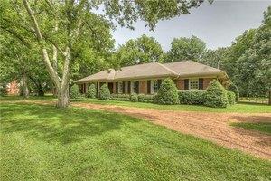 6032 Gardendale Dr, Nashville, TN 37215