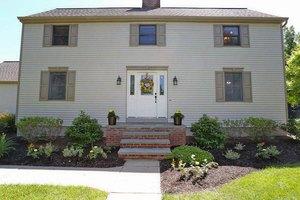 9 Mystic Ln, Saratoga Springs, NY 12866