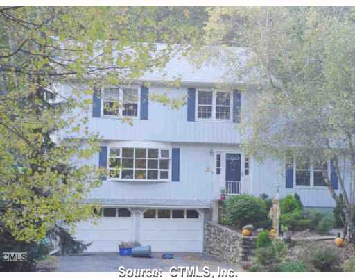 207 Stonehouse Rd, Trumbull, CT 06611