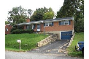 4110 Guernsey Ln NW, Roanoke, VA 24017