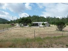 1185 Ironwood Dr, Eagle Point, OR 97524