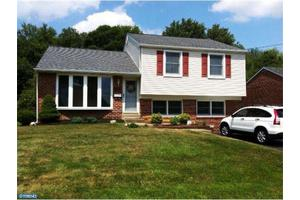 4509 Chandler Dr, Brookhaven, PA 19015