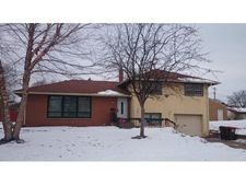 641 Cresthaven Dr, South St Paul, MN 55075