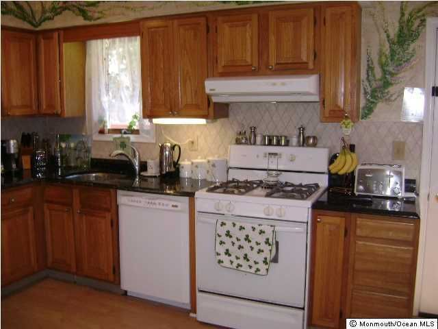 11 w dey st englishtown nj 07726 for Kitchen cabinets 07726