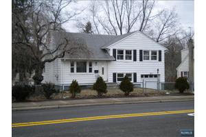 644 River Rd, New Milford, NJ 07646