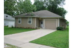 825 S Golden Ave, Springfield, MO 65802