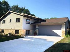 23 Quail Roost Ct, North Mankato, MN 56003