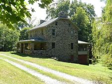 2810 York Haven Rd, Manchester, PA 17345