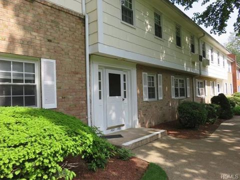 106 Parkside Dr, Suffern, NY 10901