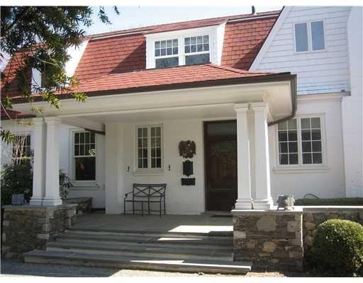 Who lives at 121 Nayatt Rd, Barrington RI Homemetry