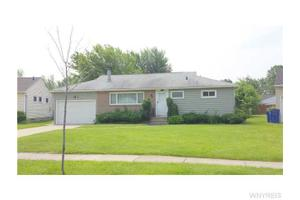 17 Castle Ct, Amherst, NY 14226