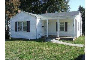 705 Lowdermilk St, Greensboro, NC 27401