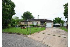 6926 Netherfield St, Houston, TX 77087