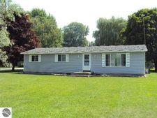 323 Maple St, Breckenridge, MI 48615