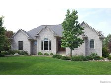 4580 Windmill Ct, Orion Township, MI 48359