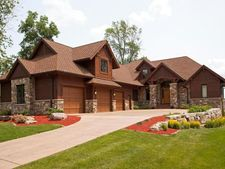 623 N Shore Dr, Forest Lake, MN 55025