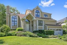 6321 Bobby Jones Ln, Woodridge, IL 60517