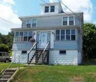 4 Walnut St, Freeland, PA 18224