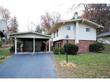 65 Willow Brook Dr, St Louis, MO 63146