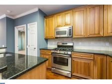 500 Admirals Way Apt 319, Philadelphia, PA 19146