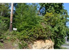Evergreen Ln, Coos Bay, OR 97420