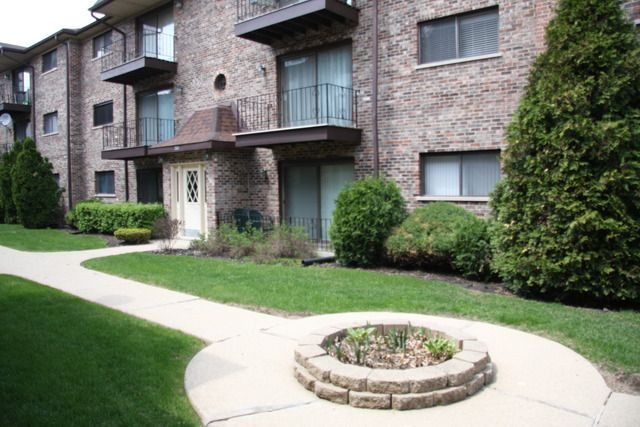 7624 W Lawrence Ave Unit 2B Harwood Heights, IL 60706