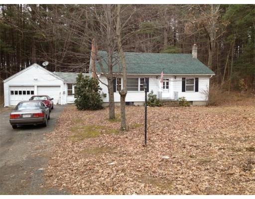 400 Dipping Hole Rd, Wilbraham, MA 01095