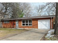 827 Barberry Rd, Highland Park, IL 60035