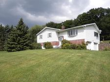 24 Meadow Dr, Honesdale, PA 18431