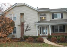 712 Woodside Trails Dr Apt 201, Ballwin, MO 63021