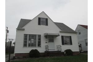 19297 Stafford Ave, Maple Heights, OH 44137