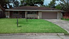 2714 Woodlawn St, Dickinson, TX 77539