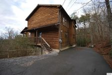 510 Geneva Ln, Gatlinburg, TN 37738