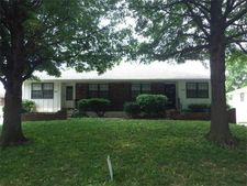 703 Nw 6th St, Blue Springs, MO 64014
