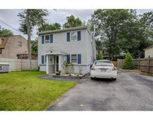 15 Oakwood Rd, Wilmington, MA 01887
