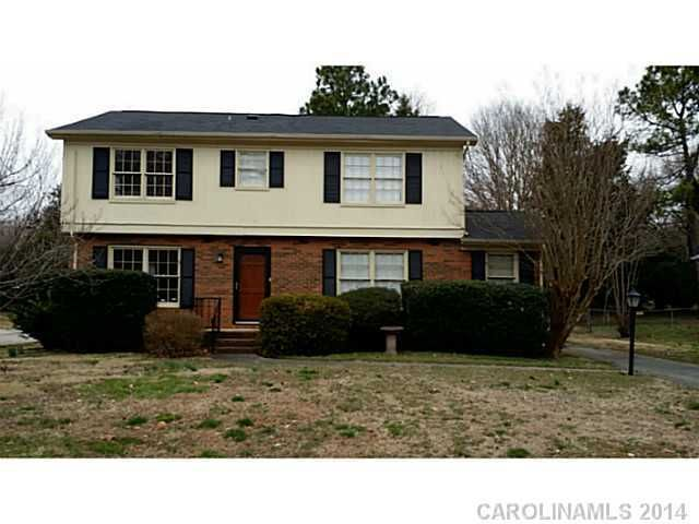 5900 Red Carriage Ln, Charlotte, NC