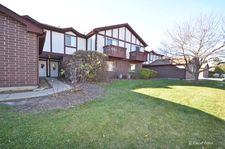 445 Brandy Dr Apt B, Crystal Lake, IL 60014