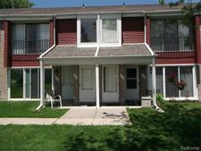 303 Sunset Ln Unit 22, Saint Clair Shores, MI 48082