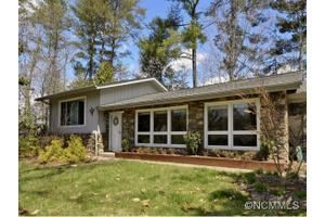 77 W Fox Chase Rd, Asheville, NC 28804