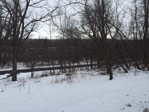 319 Stoughton St E, Cannon Falls, MN 55009