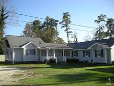 688 White Lake Dr, Elizabethtown, NC 28337