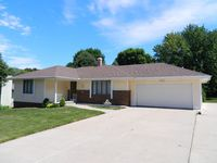 125 Kingsridge Dr, Council Bluffs, IA 51503