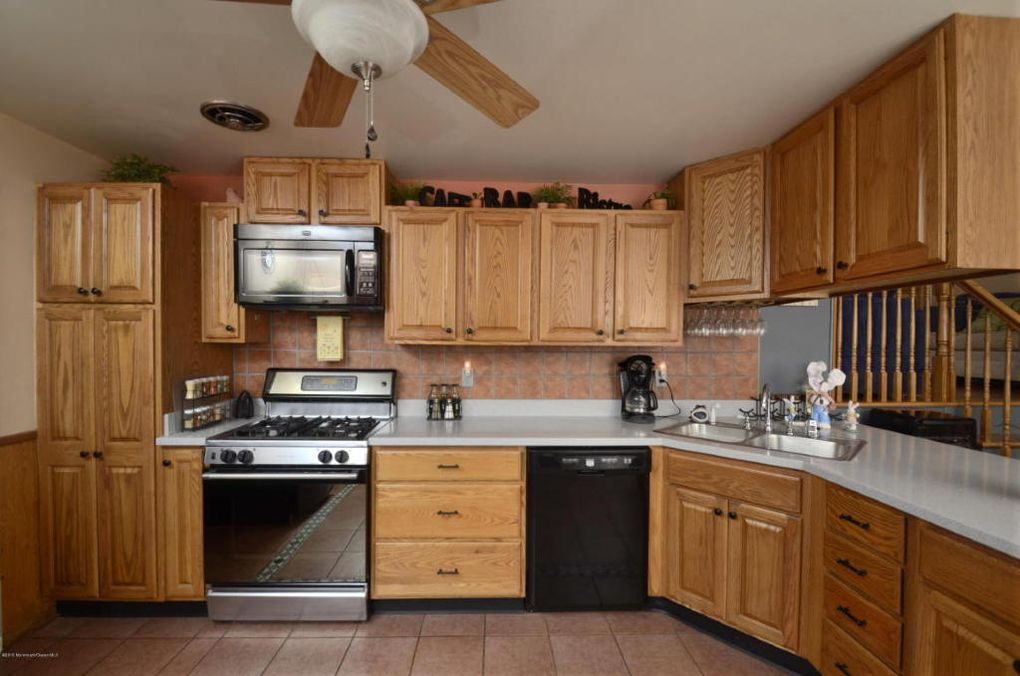 35 Bayberry Ln Middletown NJ 07748
