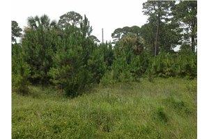 937 US Highway 98, EASTPOINT, FL 32328