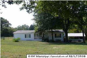 4477 Sardis Lake Dr, Batesville, MS