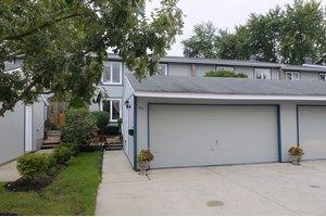 238 Applewood Ln, Bloomingdale, IL 60108